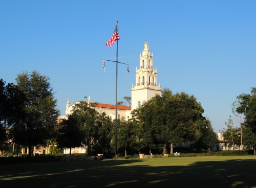 Rollins-College-Knowles-Chapel-lawn